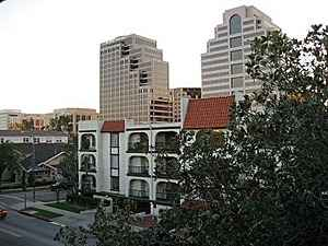 $400000 / 2br - One of the Nicest Condos (Glendale)